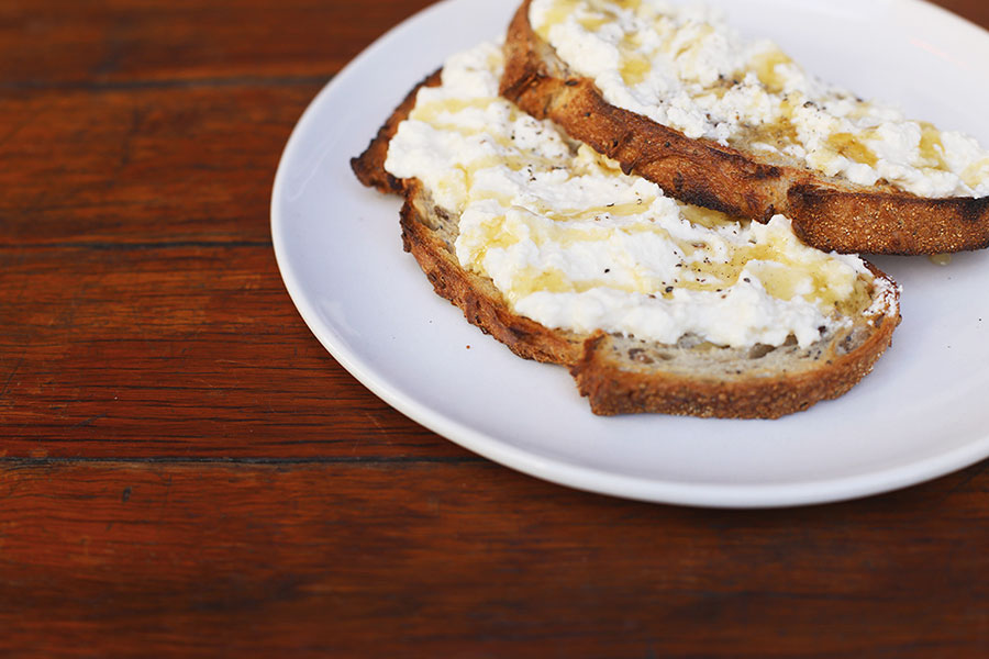 Ricotta-honey-toast