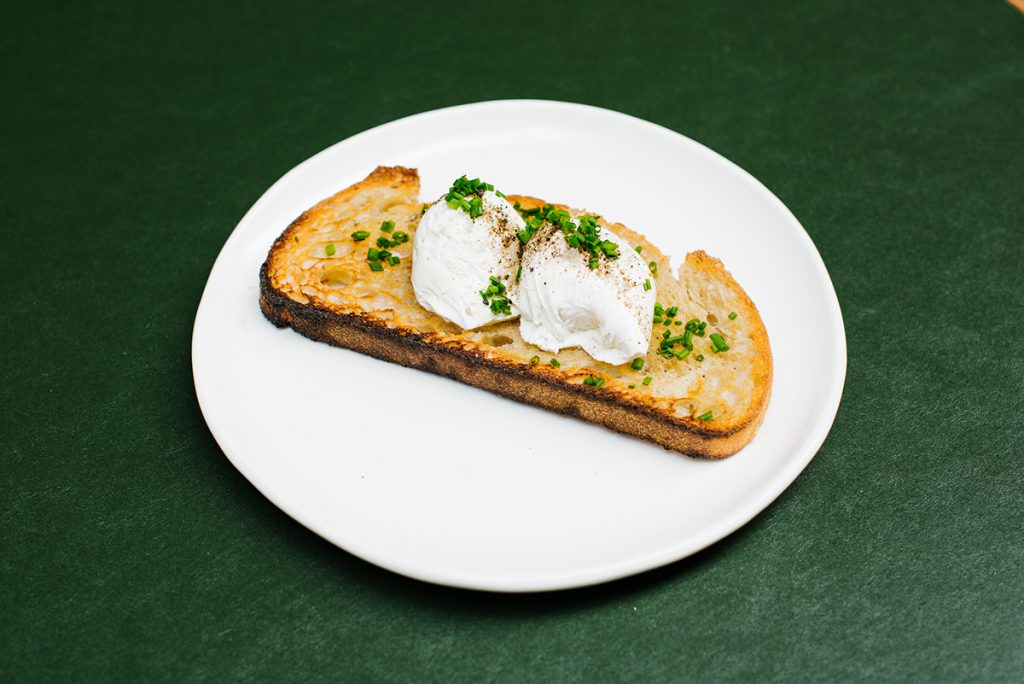 Poached or Fried Eggs on Toast (v)